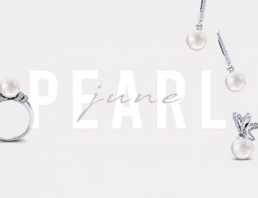 picture with pearl jewellery